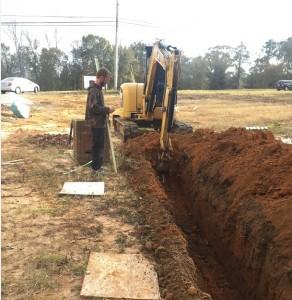 义工帮挖沟