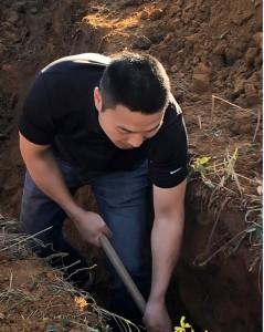 海捷在挖沟